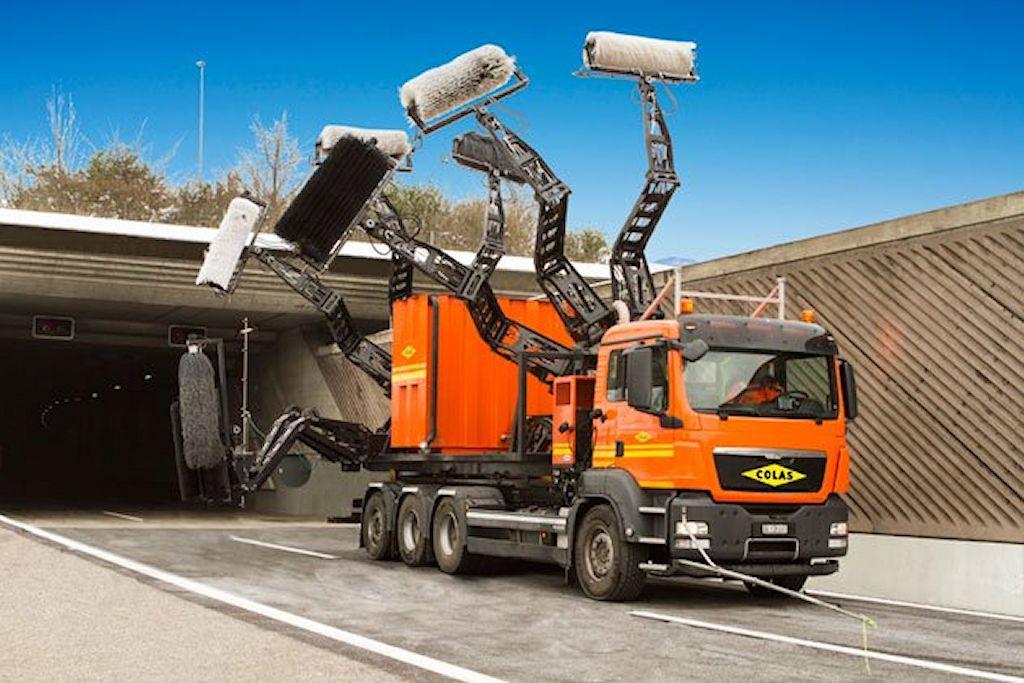 Camion-lavage-de-tunnels-Colas-1